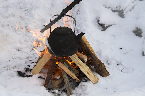 how to build a fire in snow winter survival