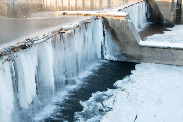 how to find water fish in winter severe cold survive dam