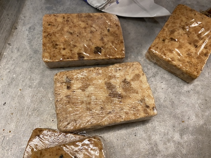 Cooked and uncooked Datrex bars
