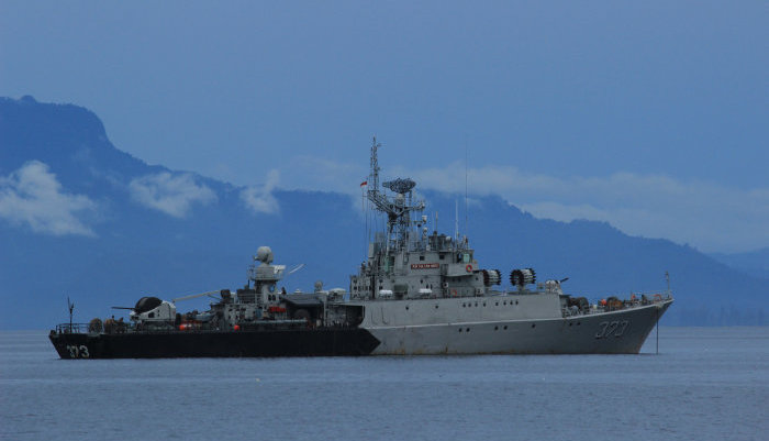 Are Chinese warships are making a show of force off the coast of Alaska